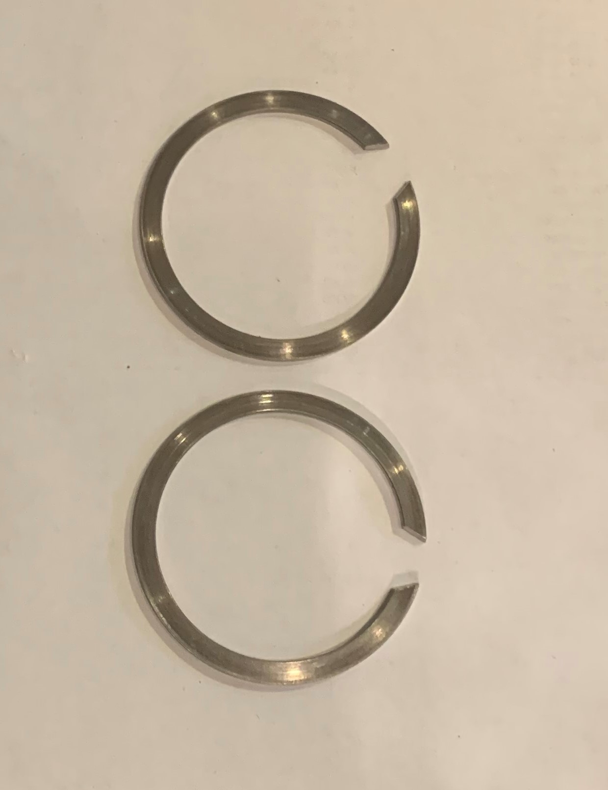 Retaining rings exhaust flange